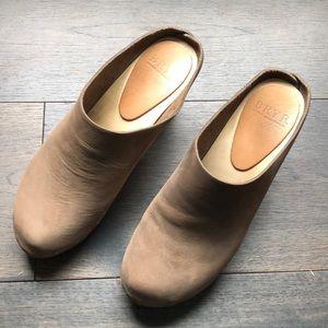 Bryr Chloe Closed Toe Clogs